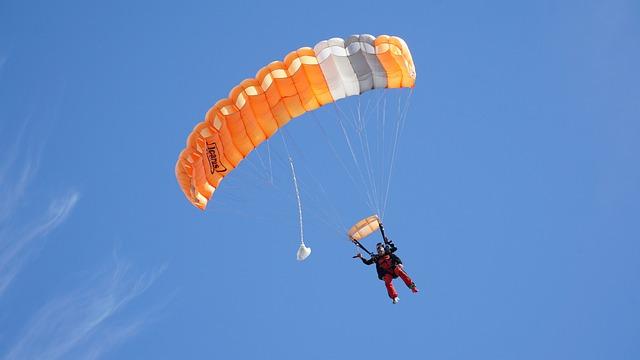 Le saut en parachute : Ses avantages et inconvénients